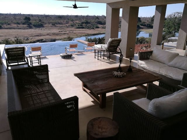 luxury Big 5 Mjejane Game Reserve. Easter 2020