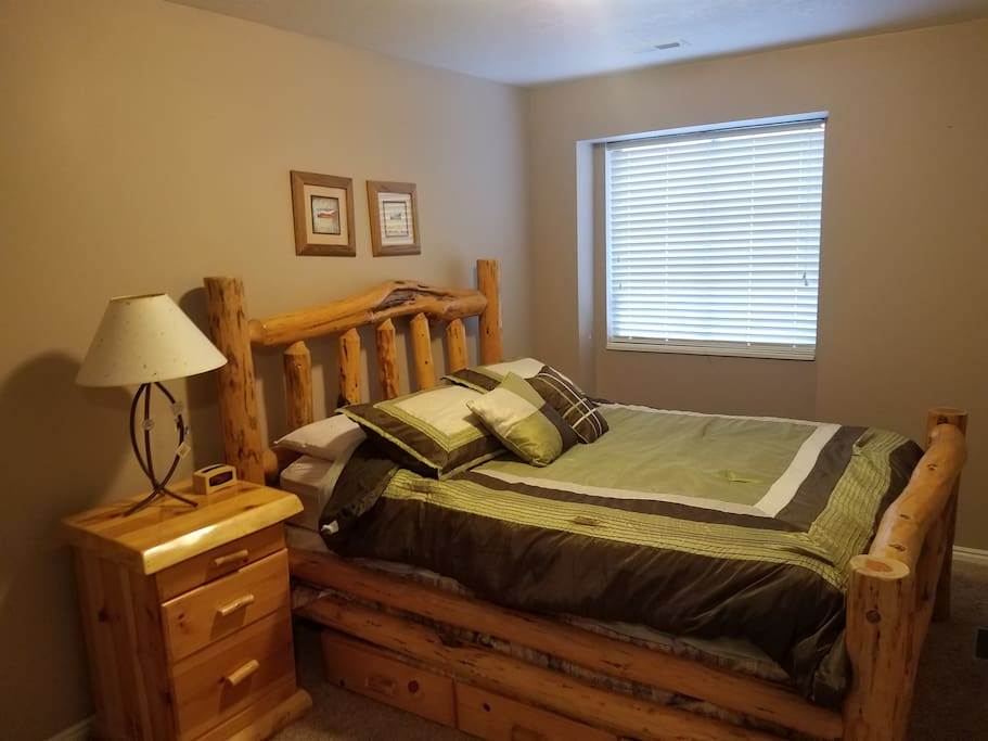 one of 2 queen size bedrooms