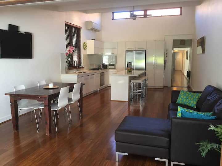 Spacious 3 bedroom family home <10km from CBD