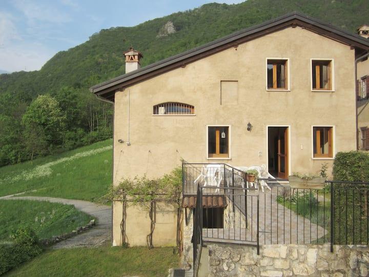 House 7 peop hamlet quiet in Veneto