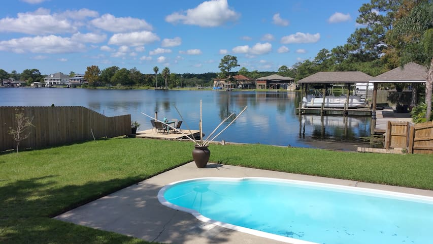 Adorable lakefront home with heated pool - Slidell - Haus