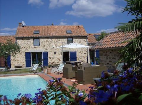 Small apartment 35 m² in a stone farmhouse