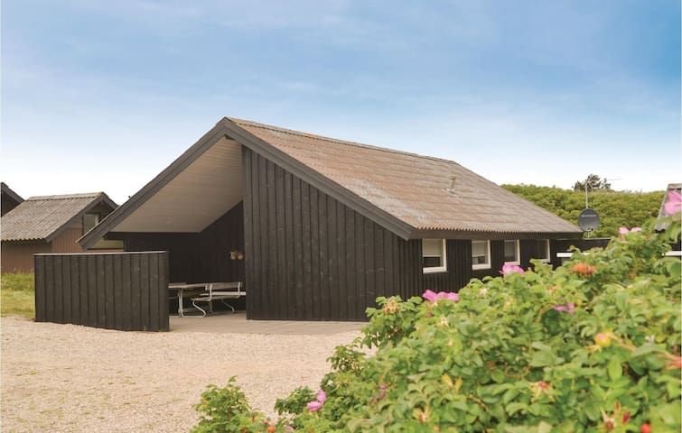 Holiday cottage with 3 bedrooms on 66 m² in Vejers Strand