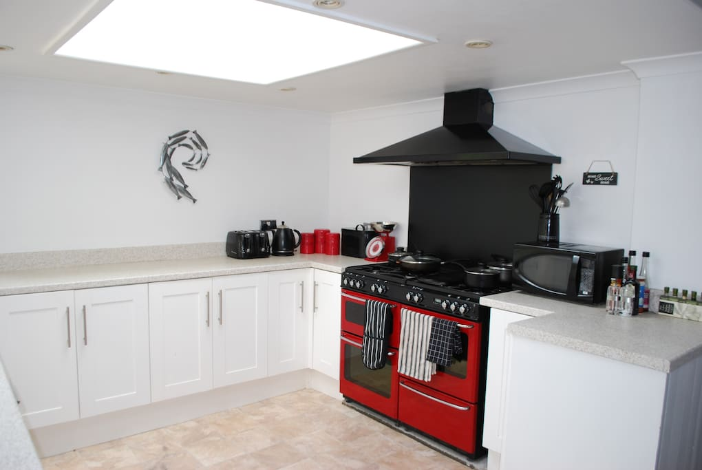 Kitchen with two ovens and a very useful griddle!