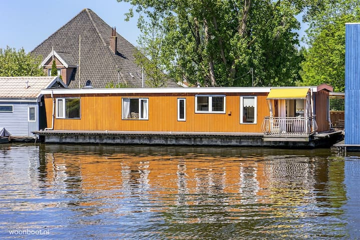 Cosy Houseboat 30 mins. from Amsterdam Central!