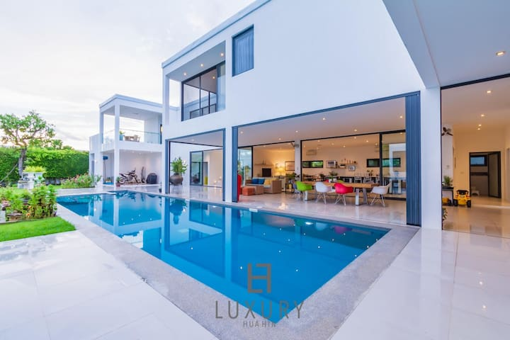Modern Luxury 4 Bedroom Pool Villa in Resort!