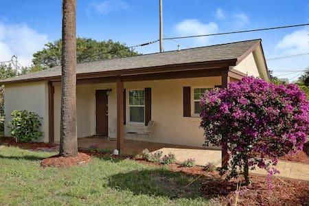 Cozy Guest House near Delray Beach & Atlantic Ave - Delray Beach