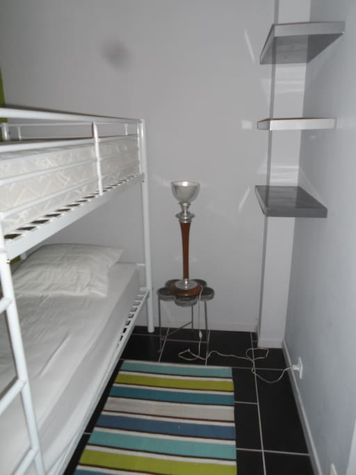 3 lits 90 donc deux superposés