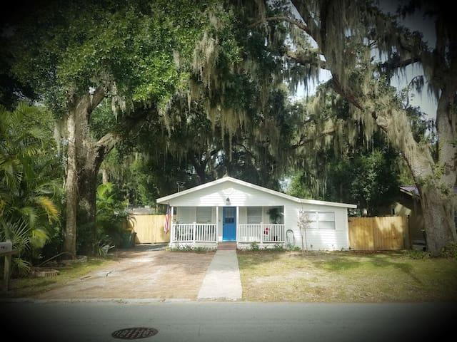 Lil'  Blue Cottage - Walk to Downtown Mount Dora