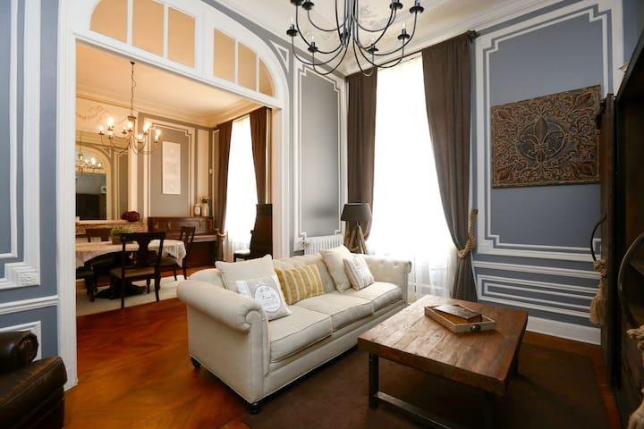 Duplex 160m2 next to Champs Elysées
