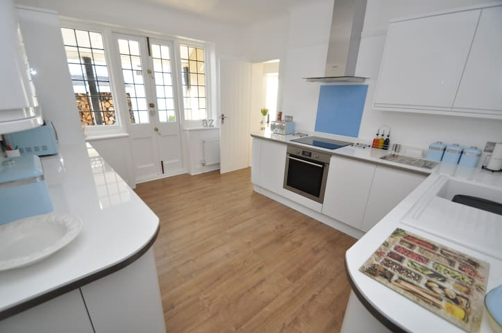 NEW 2 Double Bed Garden Apartment Close to Beach - Bournemouth - Apartment