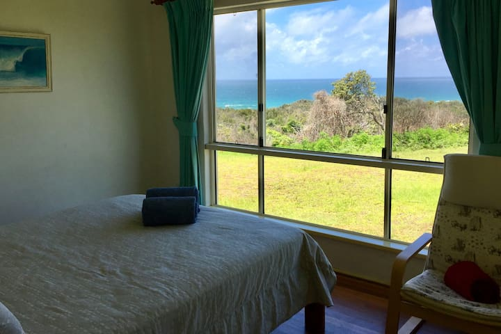 Queen BedRoom - Angourie House with Views