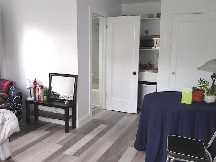 Minimalist Room w/ Private Entrance & Bathroom