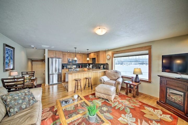 Condo w/Porch & Mountain View on Lake Pend Oreille