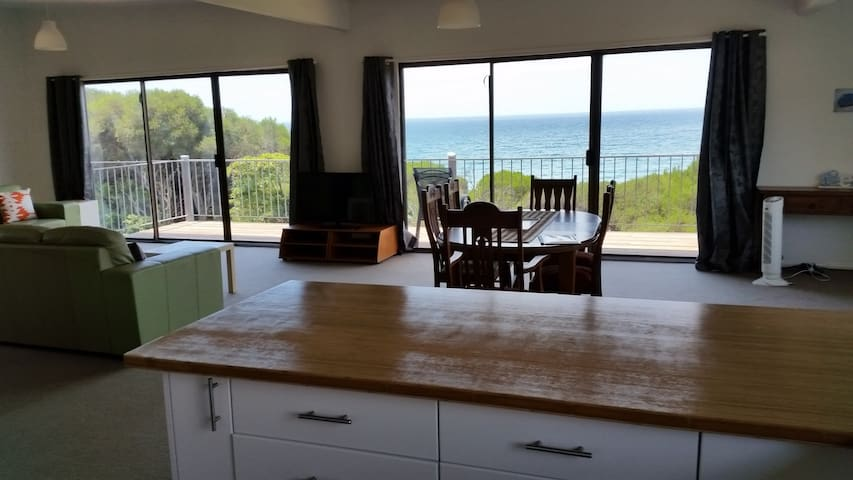 Beachside Units. Unit 3. Sleeps 6 - Pambula Beach - Apartment