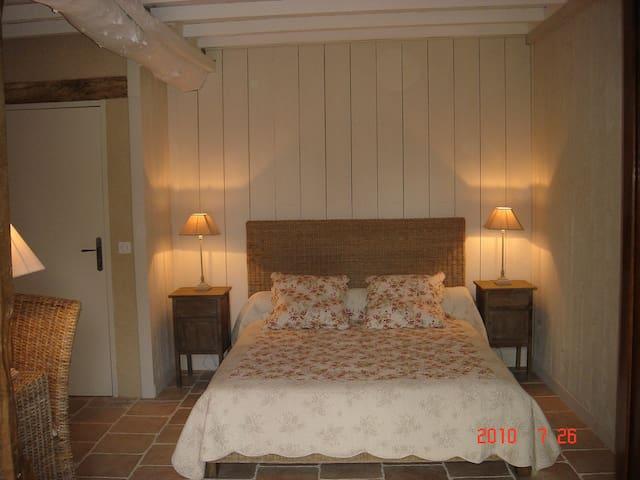 Lo Campestre Chambre Rez de jardin - Lavardens - Bed & Breakfast