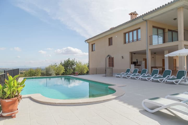 Nice country house with swimming pool, covered terrace, bbq and table tennis