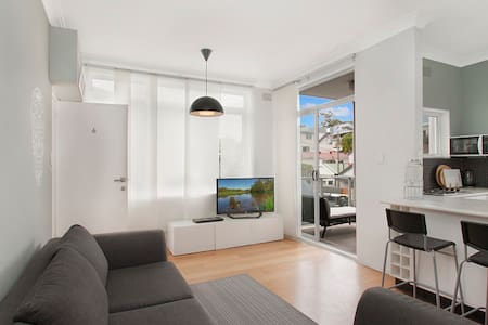 Spacious two bedroom flat on manly beach - Manly
