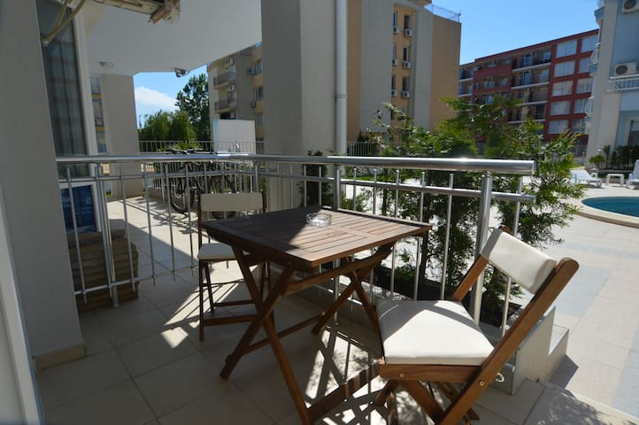 Sunny studio A08 with balcony on ground floor