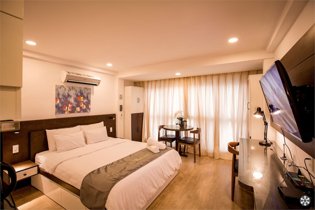 Hotel bed linen, large wardrobe, work desk, dining..at your private