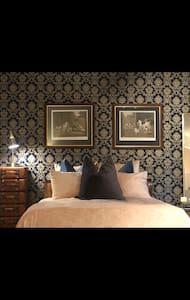 A slice of clean luxury In Cozy Chelsea loft!
