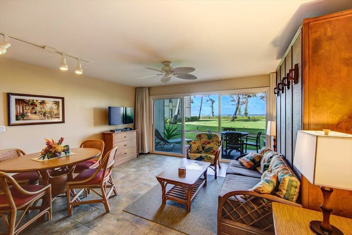 Breezy Oceanfront Walkout Pono Kai  Condo for 4