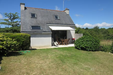 Morgat, house near beach and trade with feet