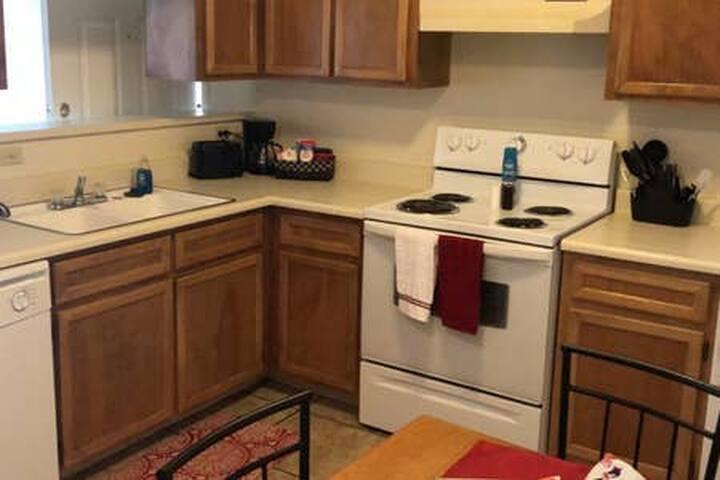 Cimarron 2 Bed/2 Bath Upstairs Apartment