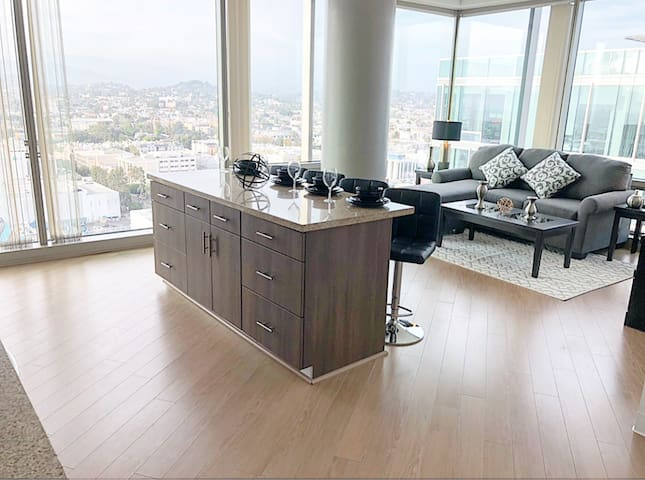Luxury Oasis, expansive views of downtown skyline
