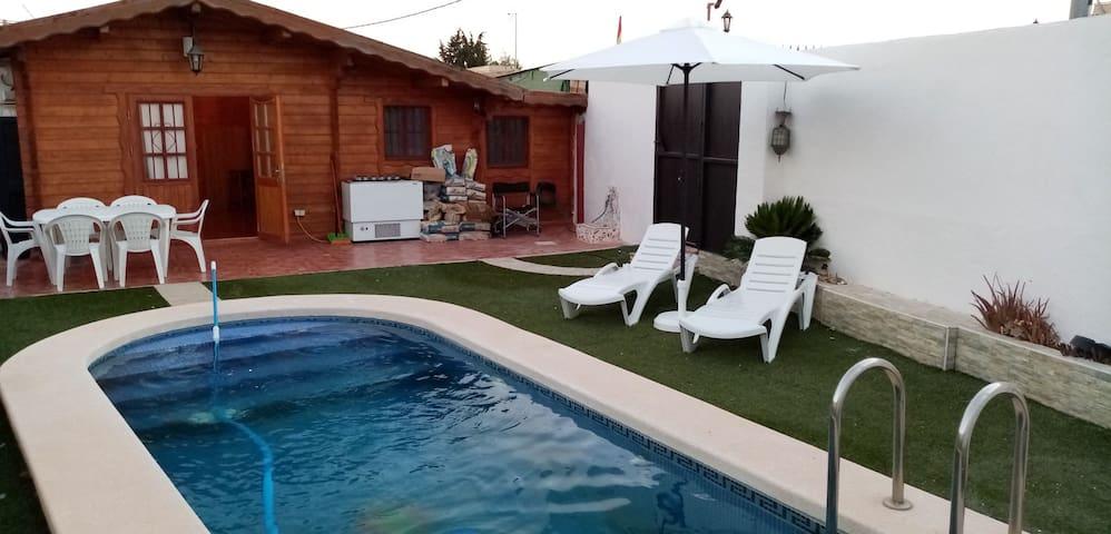 Casa de campo con piscina privada y mas servicios