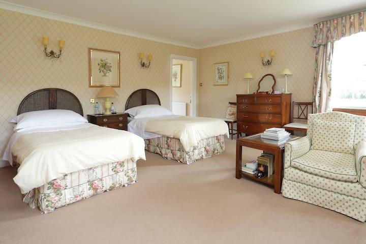 Pembroke House - twin room