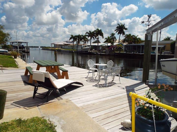Matlacha Waterfront Duplex  w/Free Kayaks!