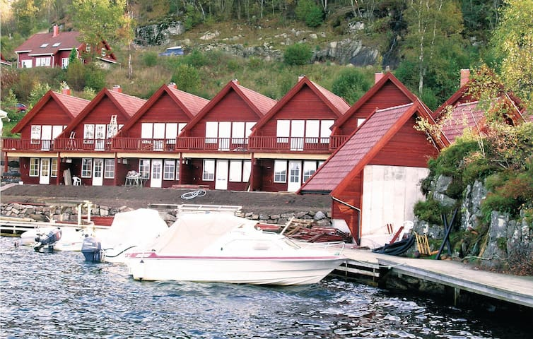 Semi-Detached with 2 bedrooms on 96m² in Lyngdal