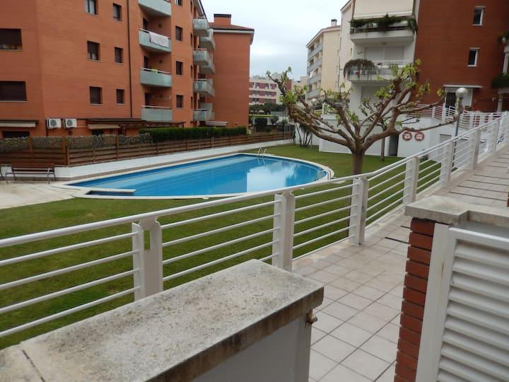 loue  grand T2  terrasse piscine plage commerce 4P