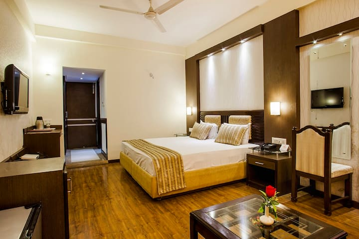 Luxurious Rooms near Picture Palace