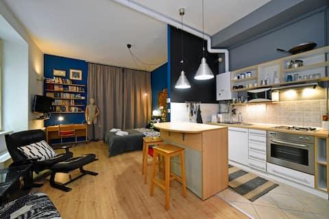 40m2 open plan apartment on European square
