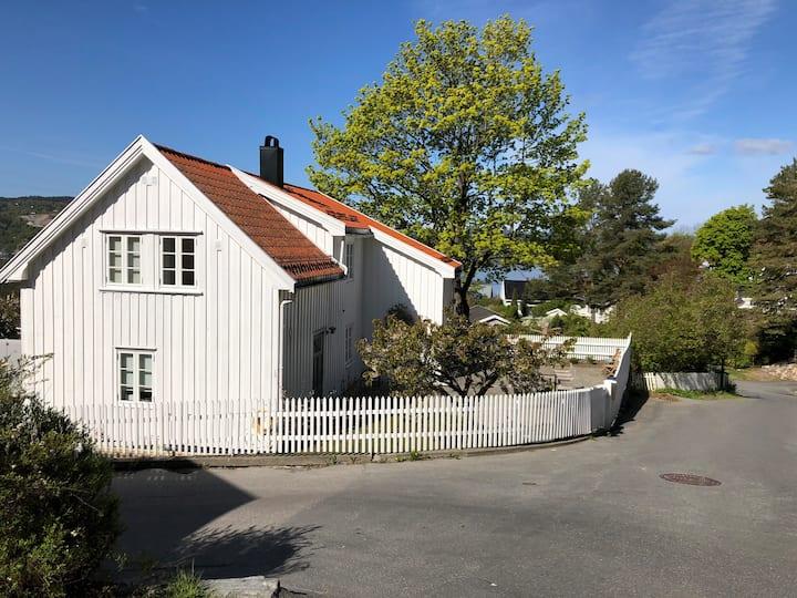 Nyoppusset hus med perfekt beliggenhet i Drøbak