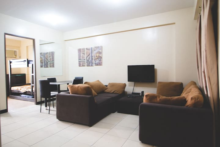 Furnished 2BR in Redwoods Fairview with Balcony