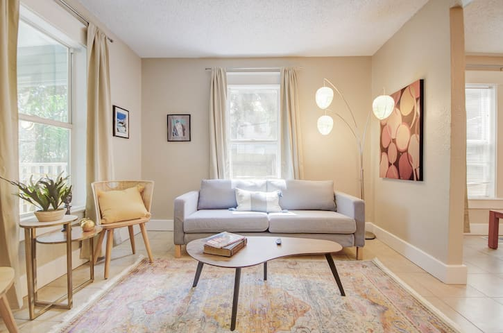 Charming 3BR close to downtown and the Beach!!!