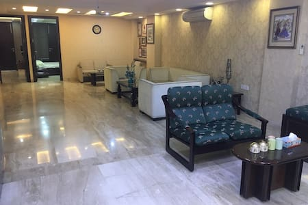 Rooms in Luxurious Apartment - New Delhi