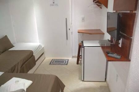 Quarto quádruplo tv frigobar wi-fi café e garagem