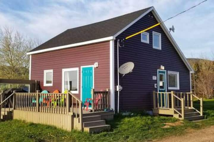 4 BDRM Home 500m to Ocean and Near National Park!