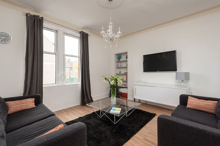 Beautiful bright flat by Musselburgh Racecourse