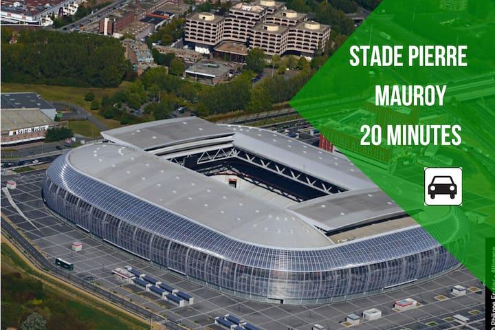 Stade Pierre Mauroy situé à Villeneuve D'ascq.  Les matches du LOSC et de nombreux concerts se passent dans ce merveilleux stade !!!