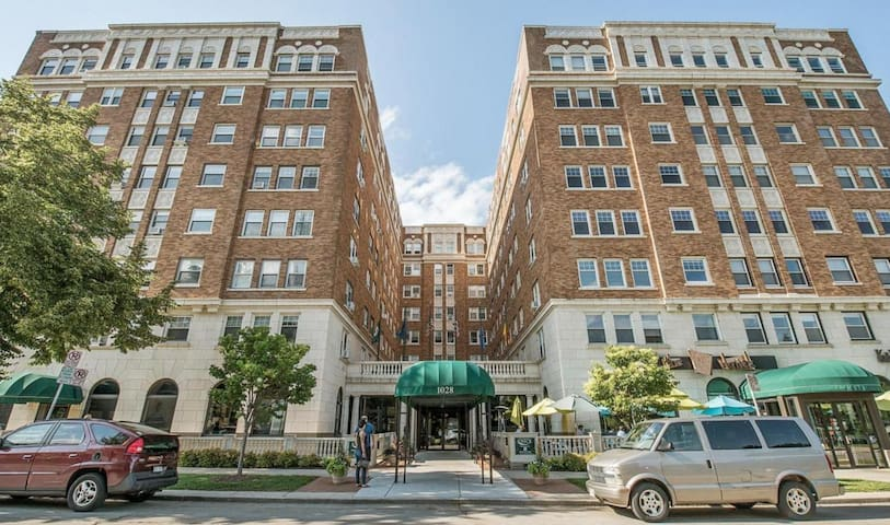 1-bed condo in historic Knickerbocker Hotel (708)