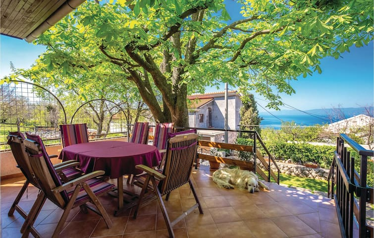 Holiday cottage with 3 bedrooms on 140m² in Hreljin