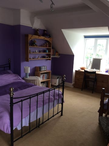 Large Bedroom close to Salisbury and New Forest - Downton - House