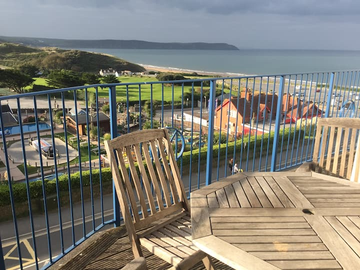 Fantastic views 4 mins Bed to  Beach:11 Narracott