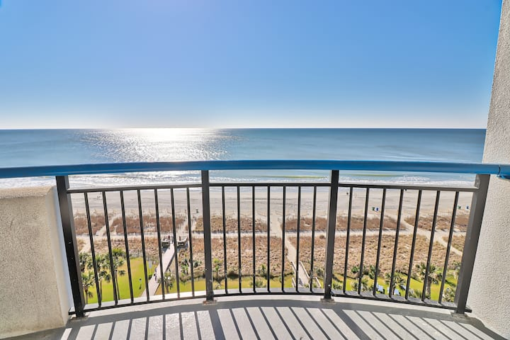 Endless Oceanfront Views From This Luxurious Condo