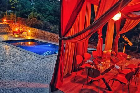 Private luxury villa w/ pool - Germasogeia lake